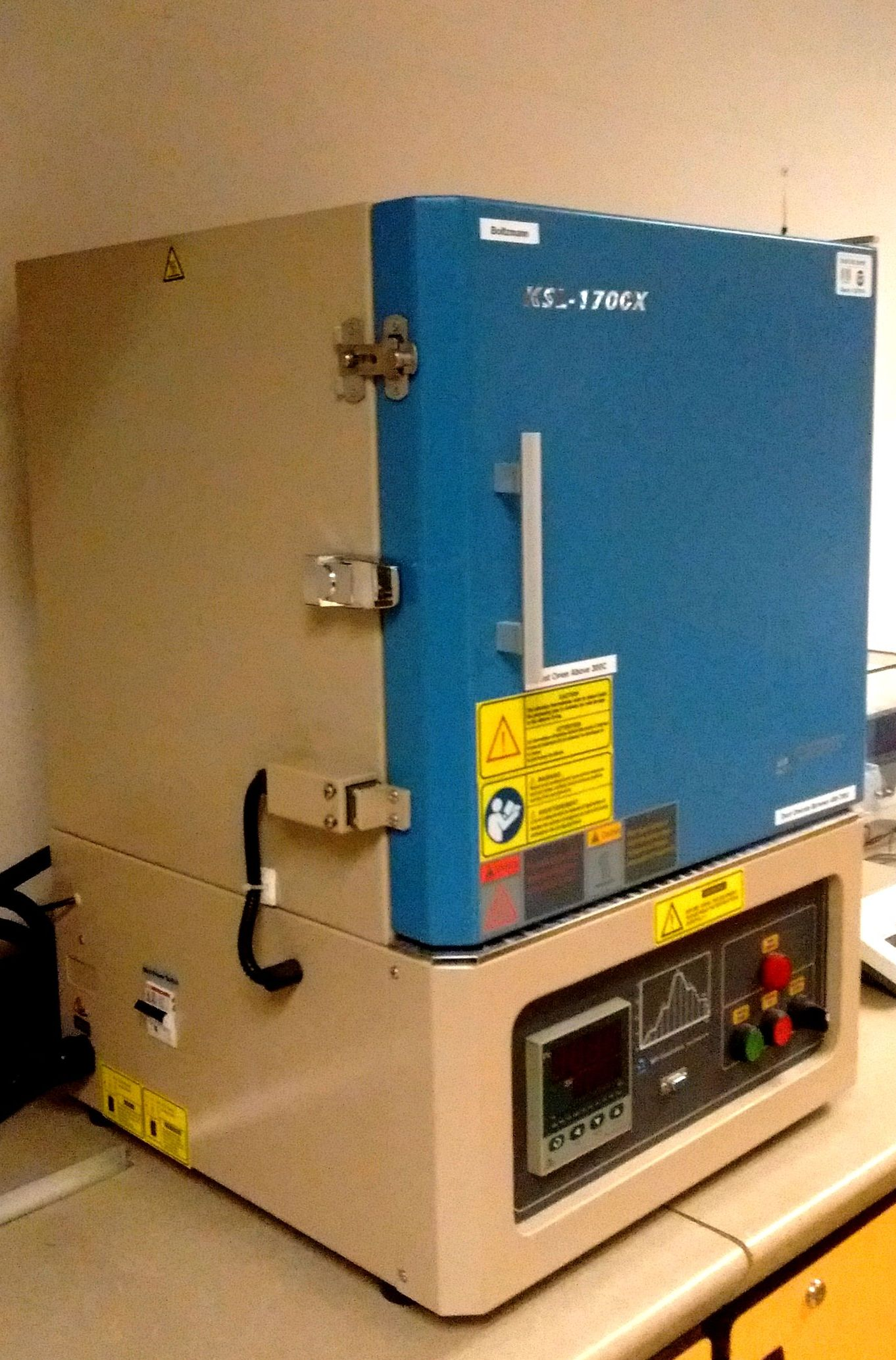 Muffle furnace: max T = 1700 C